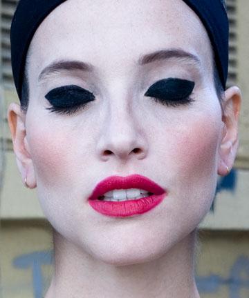 העבודה ''רננה, 2011'' מתוך התערוכה ''גובה העיניים'' (צילום: תמר קרוון)