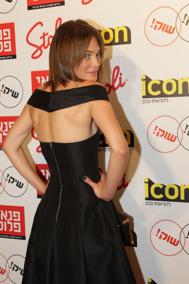 איזו תעוזה. עמית מכטינגר עם שמלה מנצחת (צילום: רפי דלויה)
