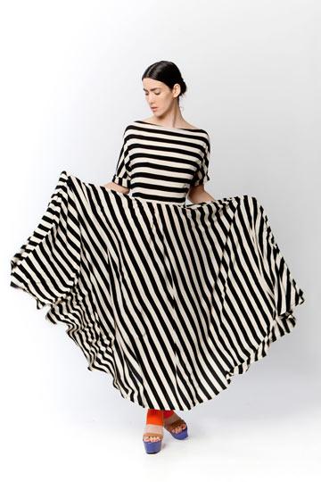 אלמביקה. 70-30 אחוז הנחה על קולקציית הבגדים (צילום: ינאי יחיאל)