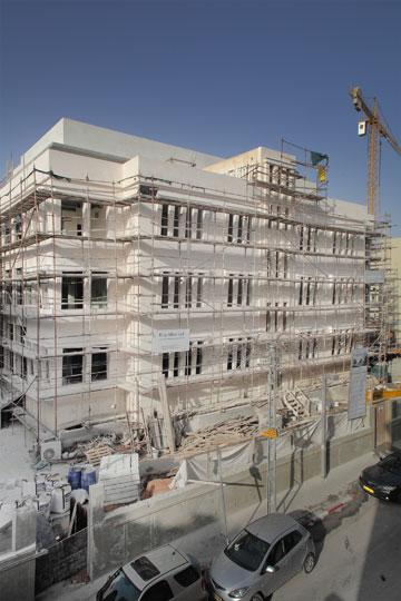 מוקדם יותר השנה, בזמן העבודות על מלון ''נורמן'' שמרחיב את מאגר מלונות הבוטיק באזור (צילום: אמית הרמן)