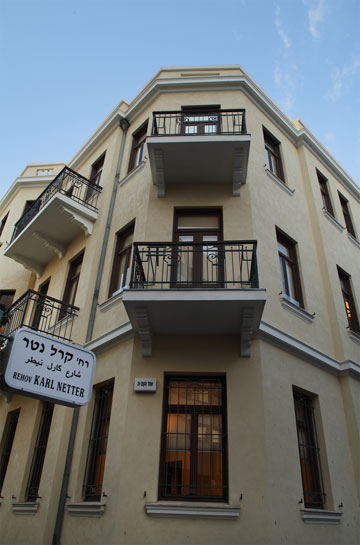 שימור מרשים נוסף עבר על משרד עורכי הדין ש.הורוביץ, הממוקם בשלושה בניינים בפינת אחד העם, יבנה ונטר (צילום: אמית הרמן)