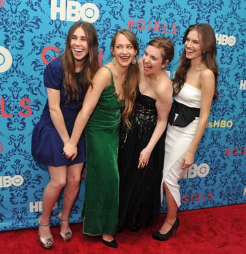 ממש לא הייתה אמורה להיות הדמות הכי אהובה ב''בנות. זוסיה מאמט (משמאל) עם שאר בנות הסדרה (צילום: gettyimages)