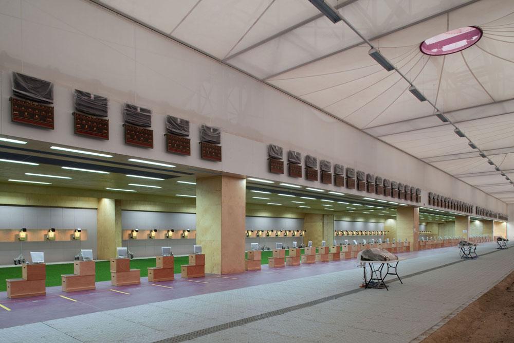 וכך זה נראה מבפנים. הבליטות שמעטרות את החזיתות ואת הגג (בצילום) מחדירות אור ומסייעות באוורור (צילום: Steve Bates, London 2012)