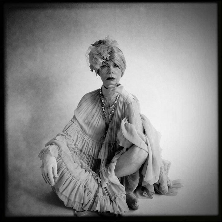קארין דנסקי, מתוך פרויקט לתכשיטי אמארו. ''לאישה יפה קשה יותר לקבל את ההזדקנות'' (צילום: עידו איז'ק)
