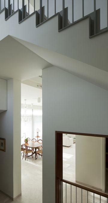 שימו לב לזוויתן הברזל בדופן המדרגות (צילום: עמית גרון)