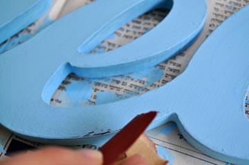 משייפים את הקצוות עם נייר זכוכית (צילום: דפי לויאב גופר )
