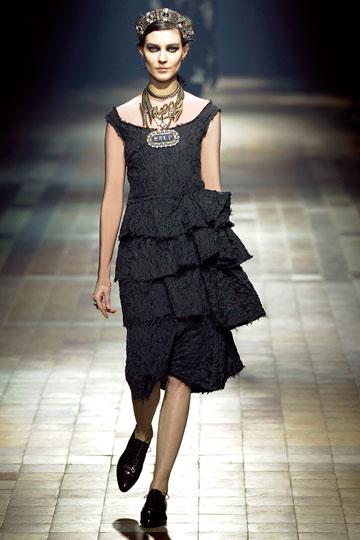למי שרוצה שמלה שתישאר באופנה לעד. לנוון (צילום: gettyimages)