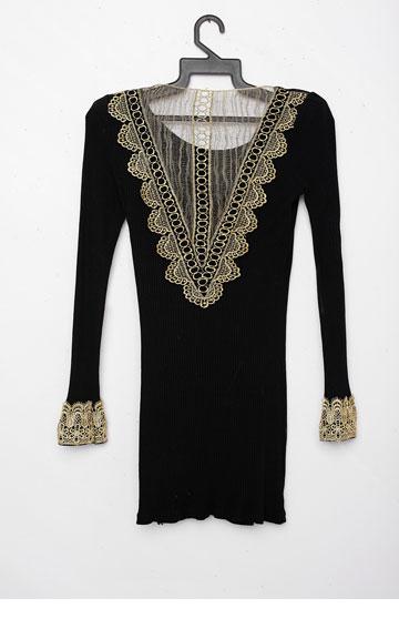 """שמלת מיני שחורה של לימור חן לגוטה. """"בגלל שהמידות שלי קטנות, יש לי שתי אפשרויות: או לרכוש בגדים בשילב או ללכת ללימור שמקטינה ומצרה לי במיוחד את השמלות"""" (צילום:ענבל מרמרי)"""
