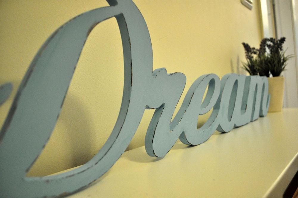 חלום מתוק. שלט חדש במראה ישן (צילום: דפי לויאב גופר )
