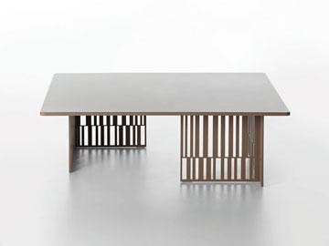 שולחן ''Night & Day'' של פטרישיה אורקיולה ב- 8,356 במקום 11,937  שקלים. מכירת הקיץ של ''טולמנ'ס'' (צילום: מורוסו סטודיו)
