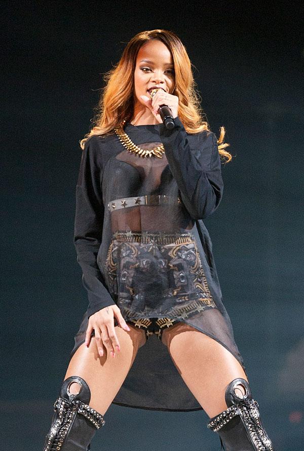 """""""נמצאת במקום רע"""". ריהאנה בהופעה בניו יורק בשבוע שעבר (צילום: gettyimages)"""