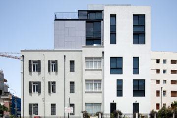 פופולרי בתוספת קומות בבניינים לשימור. בית גוטר בת''א (בר אוריין אדריכלים) (צילום: אביעד בר נס)