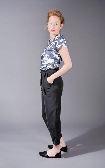 במתחם מעצבים בעיר בירושלים: בגדי נשים של ענת פרידמן (צילום: נופר קפלן)