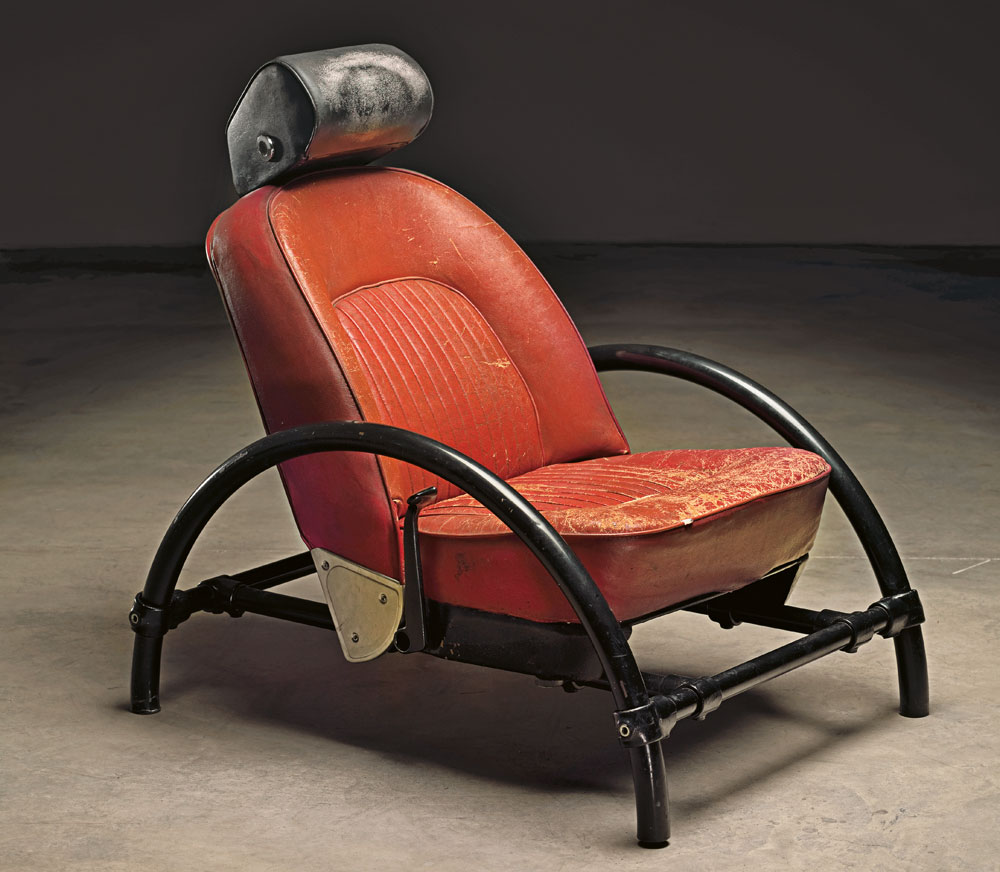 זאת העבודה שהזניקה את הקריירה של רון ארד: כיסא נטוש של מכונית רובר במגרש מכוניות בלונדון הפך תחת ידיו לאובייקט עיצוב מפורסם (צילום: Erik and Petra Hesmerg)