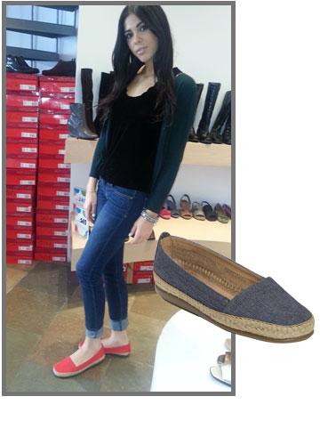 דניאלה פיק לא מתפשרת על נוחות והולכת על נעליים של Aerosoles (מחיר: 299 שקל)