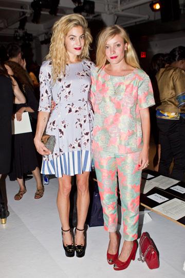 """עם בלוגרית האופנה קייט פולי (מימין). """"התעשייה בניו יורק היא לא אורגנית""""  (צילום: gettyimages)"""