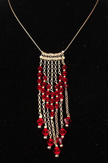 תכשיטים בעיצובו של יזהר כהן (צילום: ענבל מרמרי)