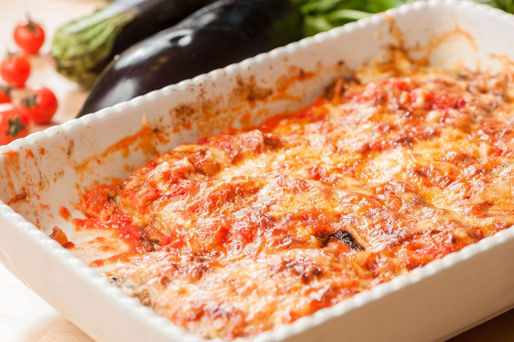 פרמיג'אנה: חצילים בתנור ברוטב עגבניות (צילום: דודו אזולאי)