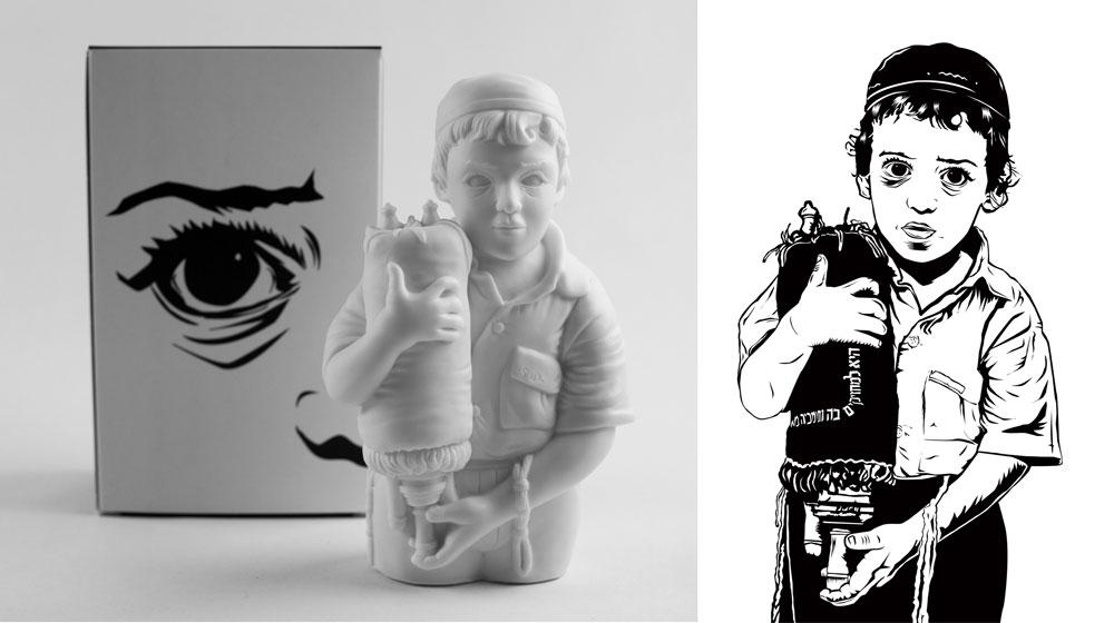 את הבובה יצר על בסיס עבודה דו ממדית שחתך מתוך יריעת ויניל על פי צילום שלו עצמו מגיל שלוש, אוחז בספר תורה לאחר ששערותיו נגזזו בטקס ה''חלאקה'' המסורתי (צילום: ג'יל שוובר, באדיבות שין למד)