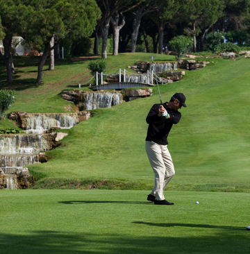 המפלים ומגרשי הגולף הם מהאטרקציות המרכזיות במתחם המלון