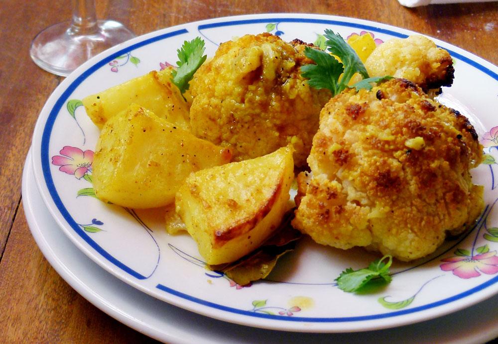 כרובית ותפוחי אדמה בתנור (צילום: מרילין איילון)