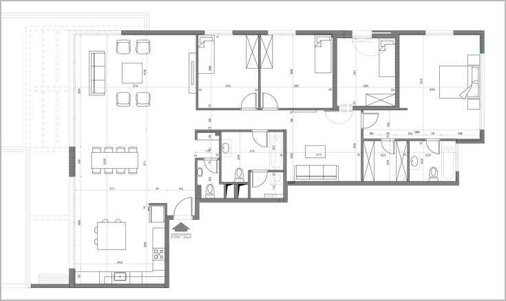 """תוכנית הדירה, """"מהקבלן"""". סטנדרט של חמישה חדרים (באדיבות אלה צייחר)"""