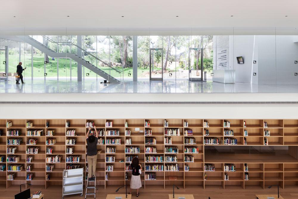 מכון פולונסקי הוא הבניין החדש שמצטרף כעת לקמפוס מכון ון ליר בשכונת טלביה בירושלים. ההשקעה, מתרומתו של ד''ר לאונרד פולונסקי, מוערכת ב-106 מיליון שקלים (צילום: אביעד בר נס)