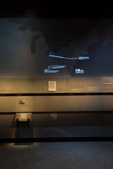 מסלולי טיסות המוות כפי שמוצגים במוזיאון (צילום: Jin Lee)