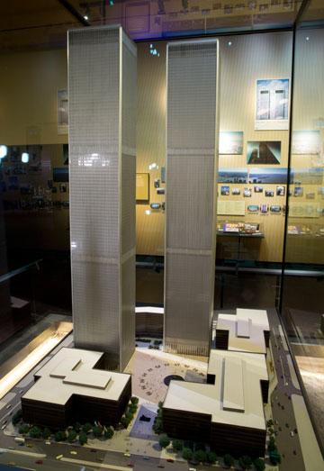 דגם של המגדלים שמוצג במוזיאון (צילום: Jin Lee)