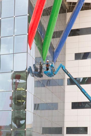 ה''דוקים'' בכניסה לבית החולים החדש (צילום: דור נבו)