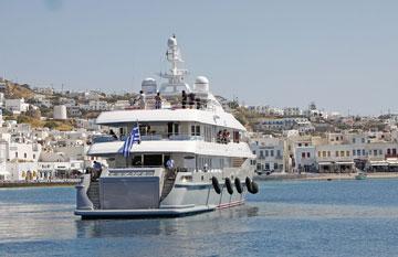 מיקונוס, יוון. חופים עמוסים בידוענים, מסעדות יוקרה וחיי לילה סוערים (צילום: rex/asap creative)