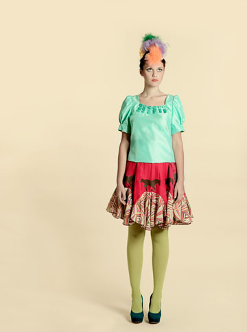 """עיצוב של פיו פיו. """"הייתי מעצבת לנינט שמלה קצרה עם הדגשה במותן, כי יש לה מותניים עם פרופורציות מדהימות"""" (צילום: אסף לוי/טל ברוכיאל)"""