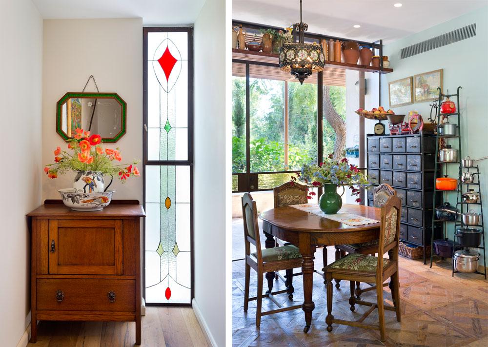מימין: פינת האוכל השנייה במטבח, עגולה וקטנה יותר. גם כאן קומפוזיציות של רהיטים, כלים וחפצי נוי עתיקים - שיתוף פעולה של בעלת הבית עם סימה קנטור, שמייבאת עתיקות מאירופה, ובייחוד מאנגליה. משמאל: פינה בקומת הכניסה, עם חלון ויטראז', שידת עץ, אגן רחצה ומראה בצבעים תואמים (צילום: יונתן בלום)