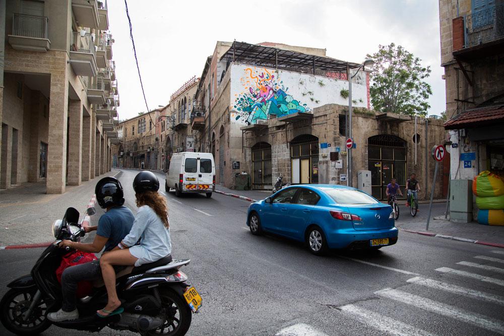 עבודה של ניק קוזיאק ברחוב יפת ביפו - יצירה משלימה לתערוכה שמוצגת ב-Saga TLV - חלל חדש, שמיועד לאמנות רחוב וגרפיטי. מהגלריה נמסר שהעירייה דורשת להסירה (צילום: זיו כהן)