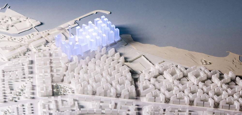 פירשט הוא שותפו הוותיק של אדם מזור. בתצלום: דגם ההצעה שלהם לתחרות על פרויקט שדה דב. ''תחרויות צריכות להיות פתוחות'', הוא קובע (תכנון: א.מזור-א.פירשט - אדריכלים ומתכנני ערים)