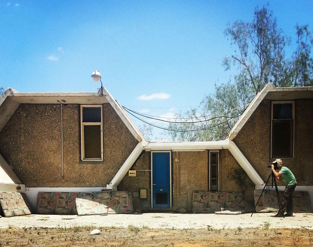 לא סיפרו לסטודנטים שיש כבר מבנה משושה כזה: יחידות הבטון שתיכנן ישראל גודוביץ' במושב חצבה לפני 45 שנה (צילום: מיכאל יעקובסון)