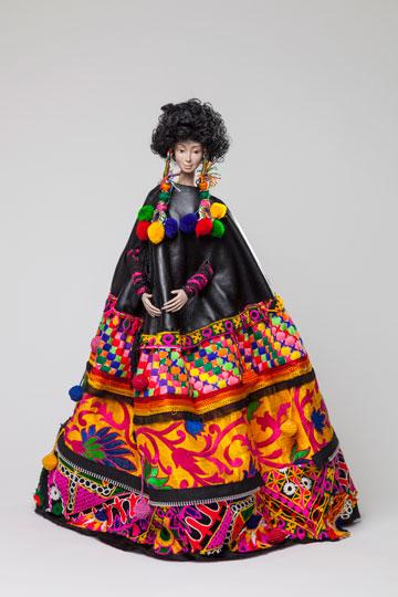 """הבובה של לארה רוסנובסקי. """"במציאות הנשית המורכבת של היום, האישה היא פאזל של קולות וצרכים מנוגדים"""" (צילום: אודי גורן)"""