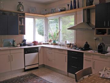כך נראה המטבח לפני השיפוץ (צילום: שחר רוזנפלד אדריכלים     )
