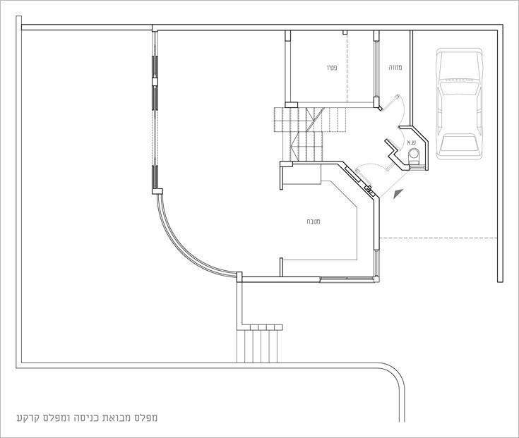 תוכנית מבואת הכניסה והחלל הציבורי, ''לפני'': פטיו, קירות מעוגלים והרבה אלכסונים (תכנית: שחר רוזנפלד  אדריכלים   )