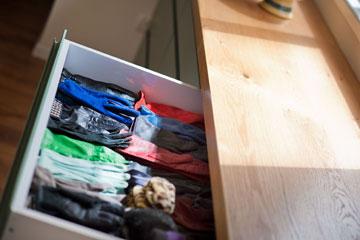 אוסף הכפפות שלה (צילום: עמרי אמסלם)
