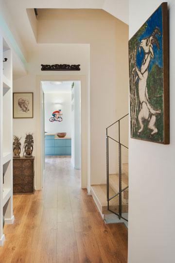 הקומה העליונה חופתה בפרקט עץ אגוז (צילום: עמרי אמסלם)