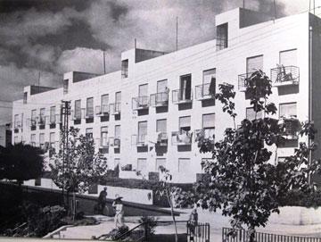 מעונות עובדים ברחוב פרישמן. כאן התגוררה אליטת התיאטרון הישראלית, בין היתר