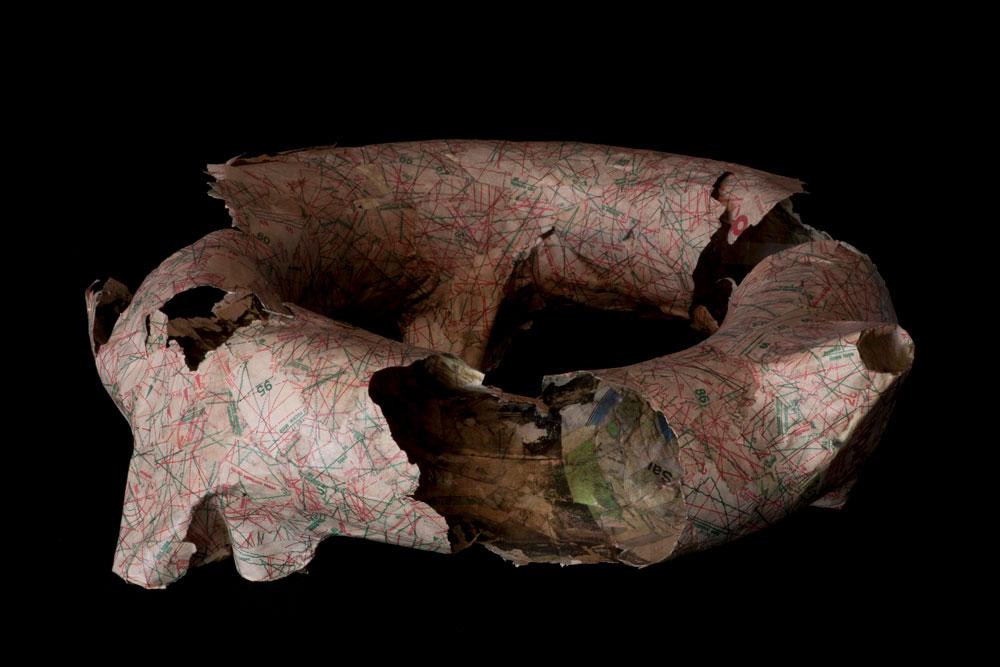 ההשראה: מודל של עיסת נייר שראדיץ' הכין לפני כמה שנים בהשפעת ''הענק וגנו'' מאת אוסקר וויילד (צילום: Smiljan Radic)