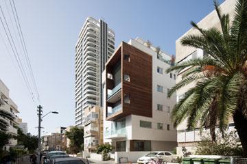 בניין ברחוב אסתר המלכה בת''א (צילום: אביעד בר נס)