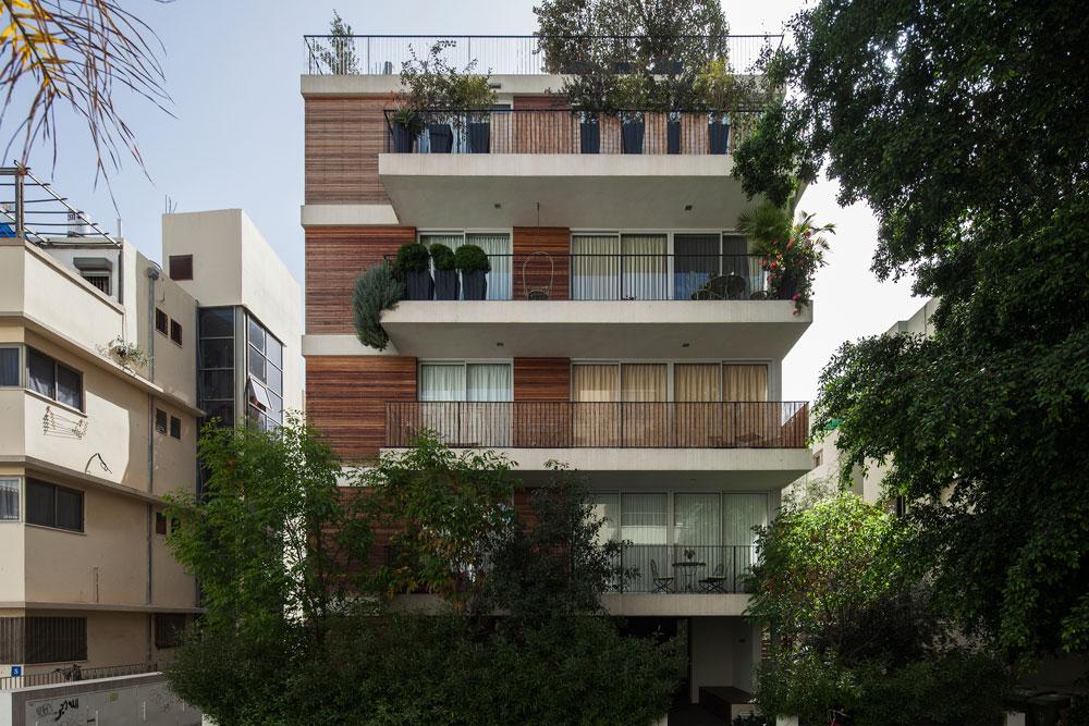בניין ברחוב גנסין בתל אביב (בר אוריין אדריכלים). האם רואים בו את סימני הזמן? (צילום: אביעד בר נס)