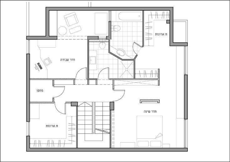 """""""אחרי"""": חדר העבודה תפס את מקום אחד מחדרי הבנות, החדר של הבת השנייה הפך לחדר ארונות, חדר ההורים הורחב (תכנית: אדריכלית אורן גרינספן)"""