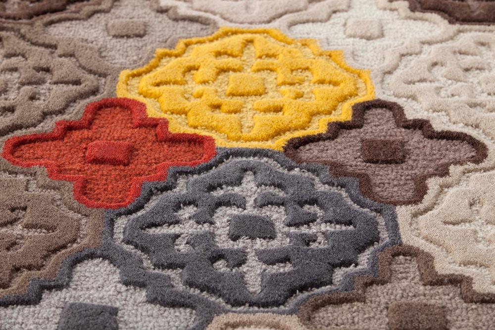 שטיח ''Hidra'' של חברת ''Gun-rags'' (ביבוא ''הביטאט''), עשוי 100% צמר ומורכב מריבועים שחוברו יחד לשטיח טלאים בעיצוב עכשווי (צילום: gan-rugs, josele castellon pascual)