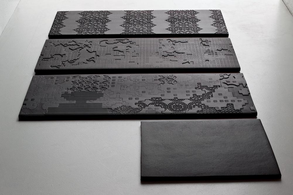 מותג היוקרה ''מוטינה'' מציע קולקציה בעיצוב פטריסיה אורקיולה, שיצרה ארבעה סוגי אריחים: דמויי-עננים, טלאים, תחרה וקוד דיגיטלי (יבוא: ''מודי''). רוב האריחים התלת-ממדיים יקרים יותר (בסביבות אלף שקל למ''ר)