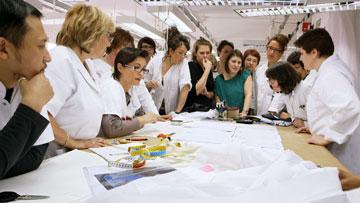 עובדים בסטודיו של בית האופנה, מתוך Dior and I (צילום: Courtesy of CIM Productions)