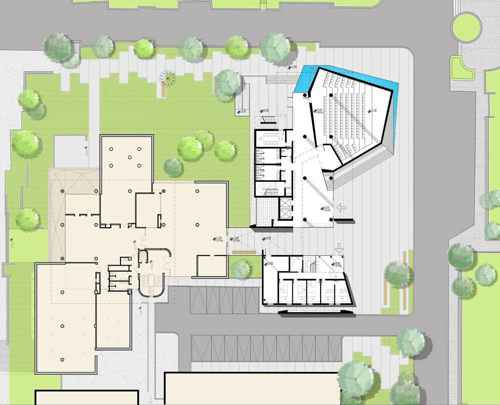המגרש נמצא בין הספרייה המרכזית למגרשי החניה שמובילים למרכז הספורט (שרטוט: יובל כנעני אדריכלים )
